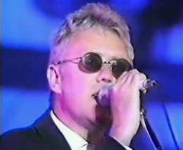 Concert photo: Roger Taylor live at the Todaiji Temple, Nara, Japan (The Great Music Experience with Hotei, Yoshiki, Toshinori Kondo, Bon Jovi) [22.05.1994]