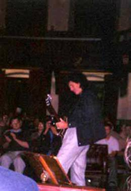 Concert photo: Brian May live at the Cambridge Union Society, Cambridge, UK [09.10.2001]