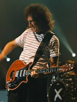 Concert photo: Brian May live at the Hammersmith Apollo, London, UK (with Def Leppard) [31.10.2003]