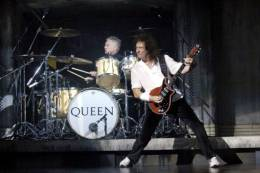 Concert photo: Brian May + Roger Taylor live at the Dominion Theatre, London, UK (WWRY musical - Freddie's 60th birthday party) [05.09.2006]