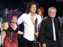 Guest appearance: Brian May + Roger Taylor live at the Canon Theatre, Toronto, Canada (WWRY musical + Canadian Idol)