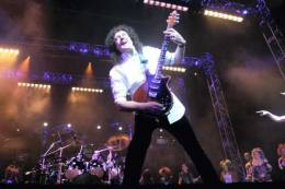 Concert photo: Brian May + Roger Taylor live at the Palace Theatre, Manchester, UK (WWRY premiere) [25.03.2009]