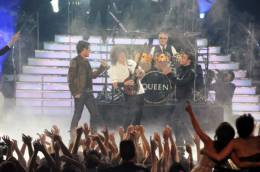 Guest appearance: Queen + Adam Lambert live at the Nokia Theatre, Los Angeles, USA (American Idol finale (season 8))