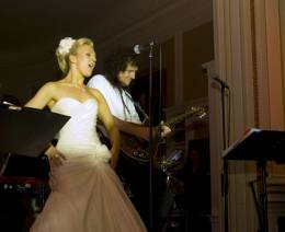 Concert photo: Brian May live at the Luton Hoo, Luton, UK (Mazz Murray's wedding) [18.06.2009]