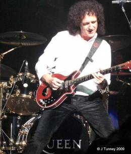 Guest appearance: Brian May + Roger Taylor live at the Playhouse Theatre, Edinburgh, UK (WWRY musical (press night))