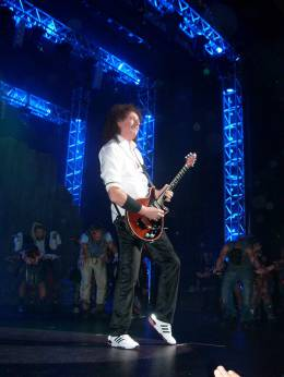 Concert photo: Brian May live at the Allianz Teatro, Milan, Italy (WWRY musical premiere) [04.12.2009]