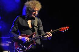 Guest appearance: Brian May live at the Arsenaaltheater, Vlissingen, The Netherlands (Eddy Christianni Awards)