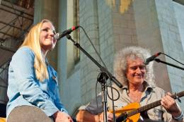 Concert photo: Brian May live at the Guildford Cathedral, Guildford, UK (Wildlife Rocks) [01.09.2012]