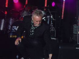 Concert photo: Roger Taylor live at the The Kings Arms, All Cannings, UK (Rock Against Cancer with SAS Band) [25.05.2013]