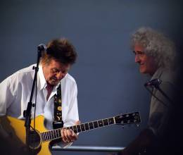 Concert photo: Brian May live at the Guildford Cathedral, Guildford, UK (Wildlife Rocks) [05.05.2014]