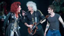 Guest appearance: Brian May live at the Mehr! Theater, Hamburg, Germany (WWRY musical premiere)