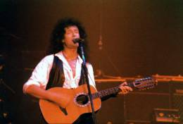 Concert photo: Brian May live at the City Hall, Sheffield, UK [09.06.1993]