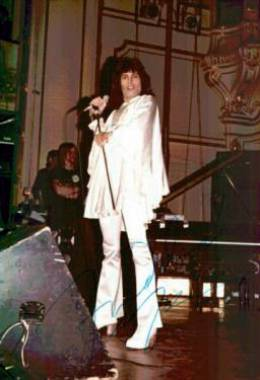 Concert photo: Queen live at the Musikhalle, Hamburg, Germany [05.12.1974]