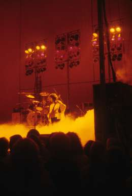 Concert photo: Queen live at the Kennedy Centre, Washington, DC, USA [24.02.1975]