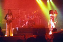 Concert photo: Queen live at the Caird Hall, Dundee, UK [13.12.1975]