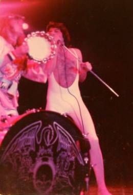 Concert photo: Queen live at the Convention Centre, Indianapolis, IN, USA [16.01.1977]