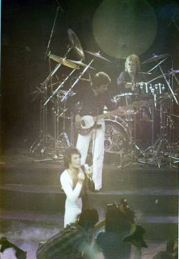 Concert photo: Queen live at the New London Theatre Centre, London, UK (We Are The Champions video shoot) [06.10.1977]