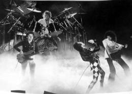 Concert photo: Queen live at the University Arena, Dayton, OH, USA [04.12.1977]