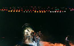 Concert photo: Queen live at the Long Beach Arena, Long Beach, CA, USA [21.12.1977]