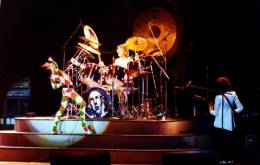 Concert photo: Queen live at the Ahoy Hall, Rotterdam, The Netherlands [19.04.1978]