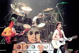 Concert photo: Queen live at the Empire Theatre, Liverpool, UK [06.12.1979]