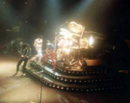 Concert photo: Queen live at the Festhalle, Frankfurt, Germany [14.12.1980]