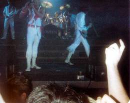 Concert photo: Queen live at the RDS Simmons Hall, Dublin, Ireland [28.08.1984]
