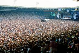 Concert photo: Queen live at the Wembley Stadium, London, UK (Live Aid festival) [13.07.1985]