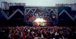 Concert photo: Queen live at the Rasunda Fotbollstadion, Stockholm, Sweden [07.06.1986]