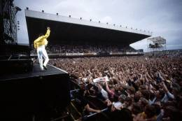 Concert photo: Queen live at the St. James Park, Newcastle, UK [09.07.1986]