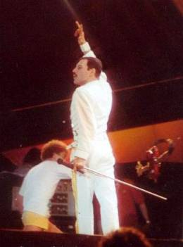 Concert photo: Queen live at the Knebworth Park, Stevenage, UK [09.08.1986]