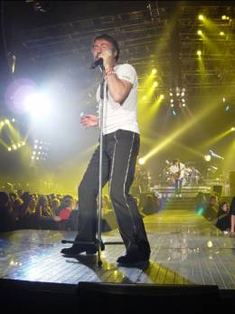 Concert photo: Queen + Paul Rodgers live at the Metro Radio Arena, Newcastle, UK [03.05.2005]