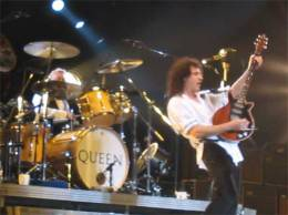 Concert photo: Queen + Paul Rodgers live at the Hallam, Sheffield, UK [09.05.2005]