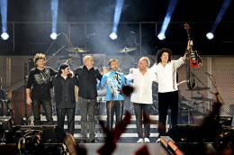 Concert photo: Queen + Paul Rodgers live at the Freedom Square, Kharkov, Ukraine [12.09.2008]