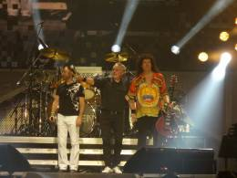 Concert photo: Queen + Paul Rodgers live at the O2 arena, Prague, Czech Republic [31.10.2008]