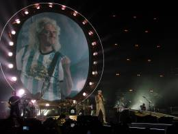 Concert photo: Queen + Adam Lambert live at the Orfeo Superdomo, Cordoba, Argentina [27.09.2015]