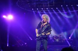 Concert photo: Queen + Adam Lambert live at the Stadhalle, Vienna, Austria [08.11.2017]