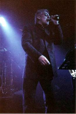 Concert photo: Roger Taylor live at the Hall For Cornwall, Truro, UK [18.03.1999]