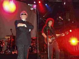 Concert photo: Brian May + Roger Taylor live at the Ocean club, London, UK (with SAS Band and special guests) [24.11.2001]