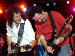 Concert photo: Brian May + Roger Taylor live at the Paris Hotel, Las Vegas, NV, USA (WWRY afterparty) [08.09.2004]