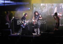 Concert photo: Brian May + Roger Taylor live at the Hyde Park, London, UK (with Foo Fighters) [17.06.2006]