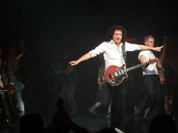 Concert photo: Brian May live at the Dominion Theatre, London, UK (WWRY musical (cast change)) [29.09.2007]