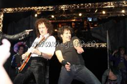 Guest appearance: Brian May live at the Raimund Theater, Vienna, Austria (WWRY premiere)
