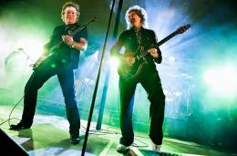 Concert photo: Brian May + Roger Taylor live at the Roger's garden, Surrey, UK (Roger's wedding party) [25.09.2010]