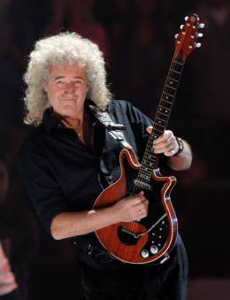 Concert photo: Brian May live at the Nokia Theatre, Los Angeles, CA, USA (with Lady Gaga at MTV Music Video Awards) [28.08.2011]