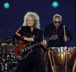 Concert photo: Brian May + Roger Taylor live at the Olympic Stadium, London, UK (Olympic Games closing ceremony) [12.08.2012]