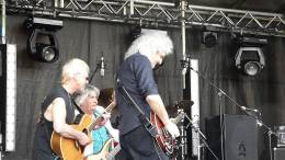 Guest appearance: Brian May live at the Guildford Cathedral, Guildford, UK (Wildlife Rocks)