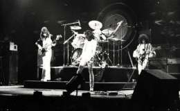 Concert photo: Queen live at the Auditorium Theater, Chicago, IL, USA [22.02.1976]