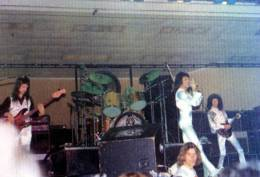 Concert photo: Queen live at the Festival Hall, Melbourne, Australia [19.04.1976]