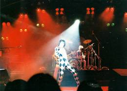 Concert photo: Queen live at the Congresscentrum, Hamburg, Germany [13.05.1977]
